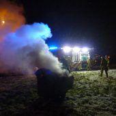 Polizisten löschen Containerbrand