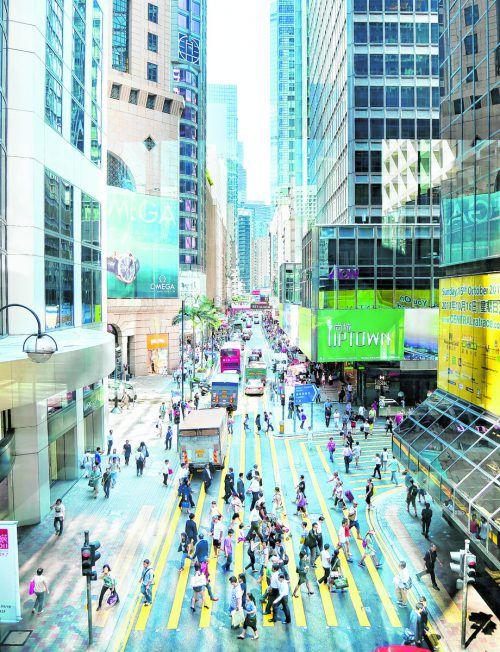Die mehr als 100 modernen Wolkenkratzer ragen im Zentrum von Hongkong hoch in die Luft. shutterstock (5)