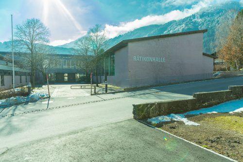 Die Rätikonhalle muss unter anderem aufgrund von statischen Mängeln umgebaut werden. sto