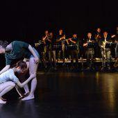 Musik und Tanz überschreitenin Morphing II Grenzen