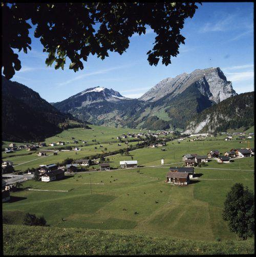 Dieses Bild von der Kanisfluh entstand im Jahr 1978 von Au-Rehmen aus.Helmut Klapper, Helmut Tiefenthaler, Sammlung Risch-Lau, Oliver Benvenuti, Vorarlberger Landesbibliothek