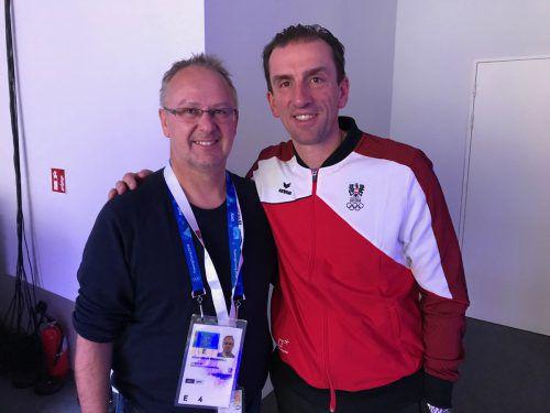 Ein Schnappschuss mit Markus Prock darf nicht fehlen. Bei der österreichischen Rodlerlegende war die Freude groß, als David Gleirscher im Eiskanal die Goldmedaille holte. VN