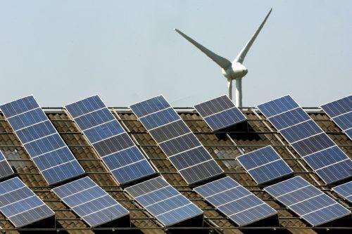 Europa setzt bei erneuerbarer Energie auf Windkraft und Sonne. DPA