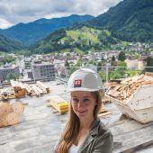 Starke Frau am Bau