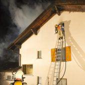 89-Jährige bei Brand aus Haus gerettet. B1