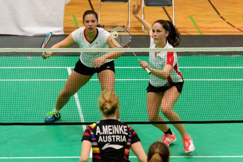 Sabrina Herbst (r.) triumphierte bei den Hungarin Open sowohl im Doppel mit Serena Au Yeong (l.) als auch im Mixed mit Kilian Meusburger.VN/STiplovsek