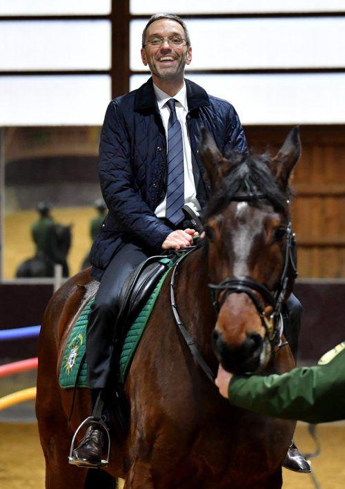 Anfang 2018 besuchte Kickl die Reiterstaffel der bayerischen Polizei.APa