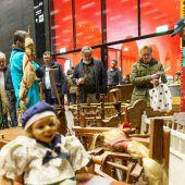 Tausende Besucher beim Flohmarkt ließen Kassen für guten Zweck klingeln. A8
