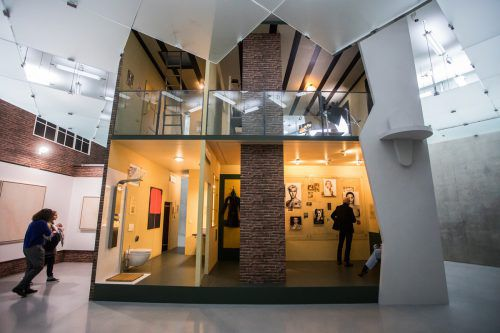 """Für """"Hope House"""" baute Simon Fujiwara das Anne-Frank-Haus in Originalgröße im KUB nach. vn/steurer"""