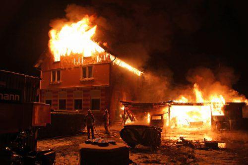 In der Nacht auf Dienstag wurden drei Feuerwehren zu einem Großeinsatz in Lauterach gerufen. vol.AT/Pletsch