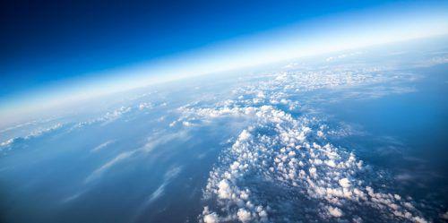 In der unteren Stratosphäre, wo die Ozonschicht am dichtesten ist, schwindet das vor UV-Strahlen schützende Ozon noch immer, berichten Forscher. ETH