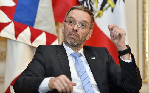 Innenminister Kickl erweitert die Liste sicherer Herkunftsstaaten von Asylwerbern um die Ukraine, Armenien und Benin.APA