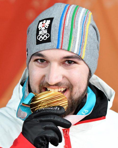 Jetzt hat er sie: Rodel-Olympiasieger David Gleirscher hat am Montagabend (Ortszeit) in Pyeongchang seine Goldmedaille erhalten.APA