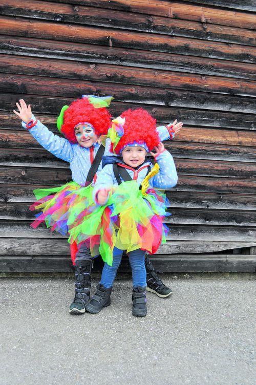 Julia und Amelie aus Frastanz genießen das Clownleben.