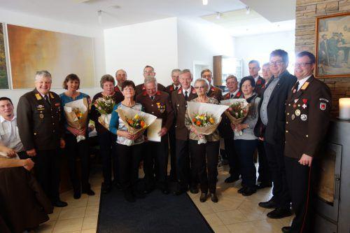 Kommandant Erich Eberle bedankte sich bei den Geehrten für ihren langjährigen, unermüdlichen Einsatz zum Wohle der Feuerwehr Übersaxen.Of Übersaxen