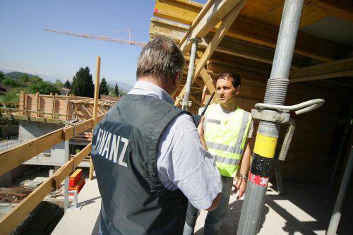 Lohndumping verzerrt den Wettbewerb. Kontrollen bringen regelmäßig Missstände auch in Vorarlberg ans Tageslicht.VN/HB