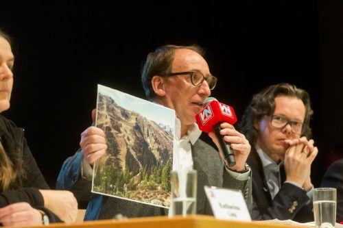 Landesrat Johannes Rauch eckte mit seinen Enthüllungen im Rahmen des VN-Stammtisches beim Publikum an. VN/Paulitsch