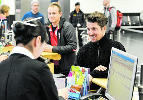 Marcel Hirscher checkt in Wien für den Flug nach Seoul ein, das Olympia-Abenteuer beginnt.apa