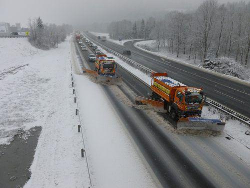 Mit 22 Winterdienstfahrzeugen sorgt die Asfinag im Land für sichere Fahrbahnen. Asfinag