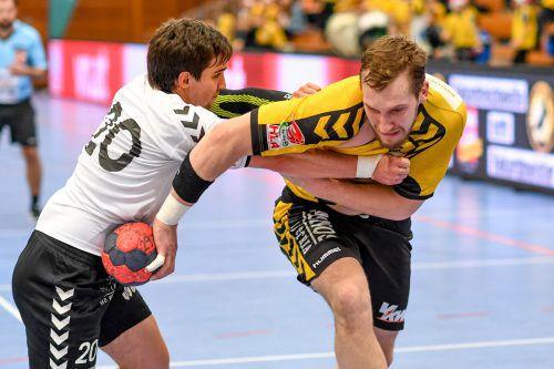 Paul Babarskas (r.) war einer der wenigen Lichtblicke im Bregenzer Team bei der 31:36-Niederlage in Krems.gepa