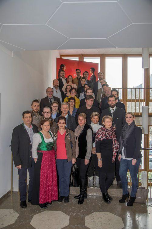 """Pioniere: Mitarbeiter und Arbeitgeber aus dem Tourismus bei der erstmaligen Verleihung der """"Great Place to work""""-Zertifikate.VN/Paulitsch"""