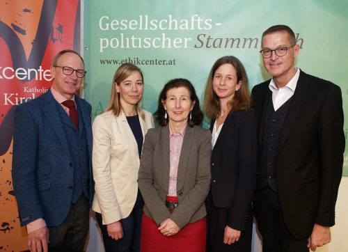 Primar Burghard Abendstein, Monya Todesco Bernasconi, Prof. Barbara Maier, Petra Steinmair-Pösel und Landesrat Christian Bernhard. SIE