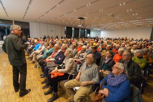 Primar Reinhard Bacher wusste das Publikum mit Fachwissen und launigen Worten zu fesseln.vn/stiplovsek