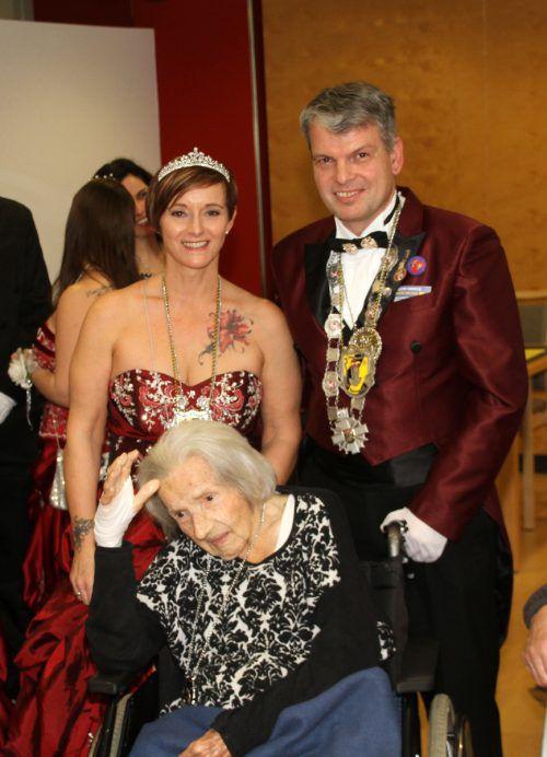 Prinzessin Karin, Prinz Karl und die 105-jährige Berta Malin.