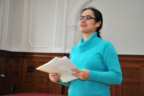 Qiaoshan Ye leitet den Chinesisch-Unterricht am Bundesgymnasium Dornbirn.