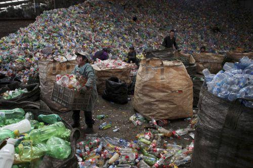 Seit 1. Jänner dürfen in China Plastikabfälle und mehr als 20 andere Recyclingmaterialien nicht mehr eingeführt werden. Reuters