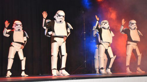 Selbst die Trooper aus den Star-Wars-Filmen lieferten beim VfB-Ball eine schwungvolle Tanzeinlage auf der Bühne ab.loa