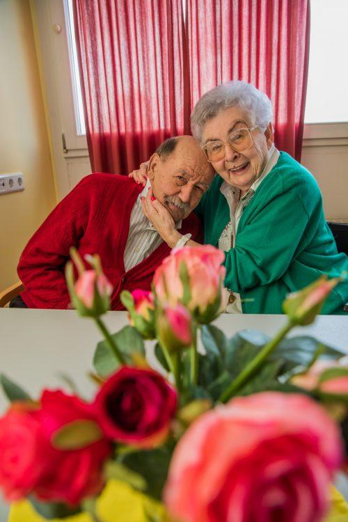 Sie sind froh, dass sie einander haben: Gertrud König und Heinz Hebding.