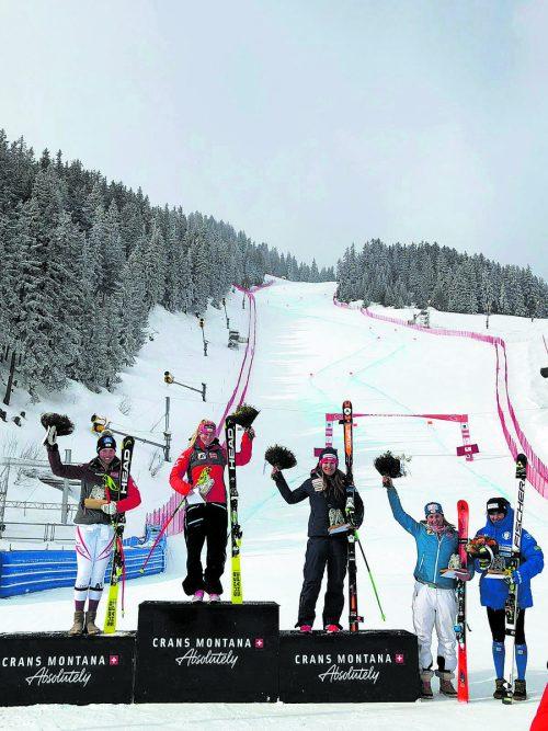 Siegerin Ariane Rädler zwischen den beiden Podiumsgefährtinnen Christine Scheyer und Priska Nufer. CM