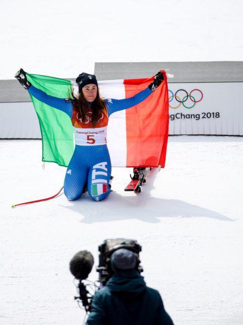 Sophia Goggia raste in der Abfahrt zu Gold. Nach dem Rennen verschwand die Italienerin recht schnell wieder und machte die Bühne frei für Lindsey Vonn.GEPA