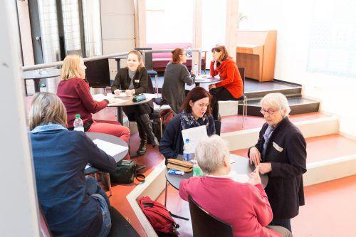 Studierende an der Pädagogischen Hochschule mit Menschen mit Berührungspunkten zur Montfortstadt erzählen sich ihre persönliche Stadtgeschichte. literatur:vorarlberg