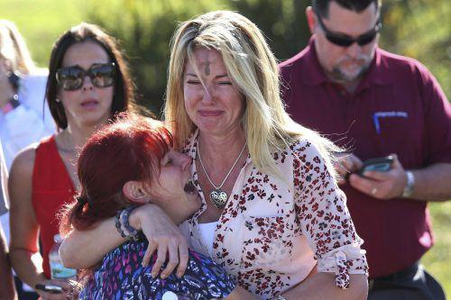 Trauer und Entsetzen bei Schülern und Angehörigen. Nikolas Cruz hat 17 Menschen erschossen. AFP, AP
