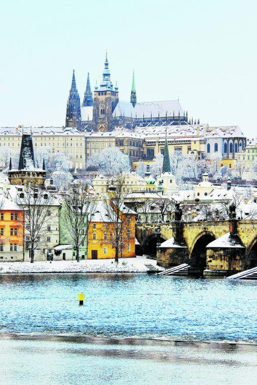 Tschechiens Hauptstadt Prag ist auch im Winter charmant. Aufwärmen kann man sich in einem der vielen Kaffeehäuser. shutterstock (5)