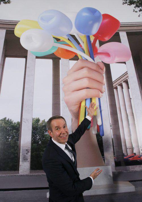 Unbeliebt in Frankreichs Hauptstadt: Jeff Koons und sein Plastiktulpenstrauß. AP