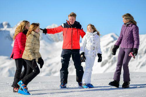 Wie immer gut gelaunt: die niederländische Königsfamilie beim Fotoshooting im Lecher Schnee. D. Stiplovsek