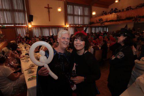 Zauberer-Assistentinnen Sigrid Steffani und Gabriela Lins.