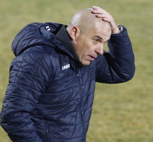"""Zum """"Haare raufen"""" – Altach-Trainer Klaus Schmidt sucht vor allem im Offensivspiel nach Lösungen.gepa"""