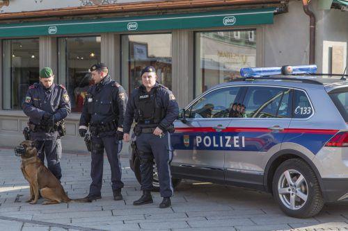 Profitiert ebenfalls von dem Zuschuss: Die Stadtpolizei Dornbirn, hier im Einsatz bei einer Fahndung im vergangenen Februar. L. Mathis