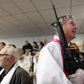 Gottesdienst mit Waffen