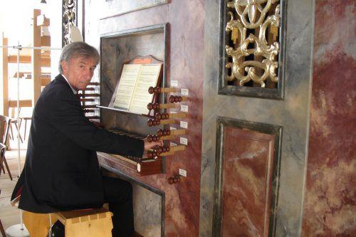 Bruno Oberhammer an der Orgel.Jurmann