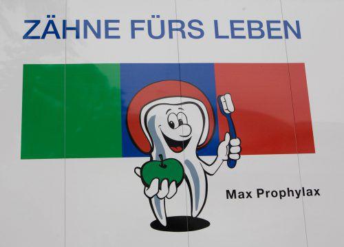 Max Prophylax, das Maskottchen für gesunde Zähne, vermag kleinere und größere Kinder schon seit Jahren zu begeistern und zu motivieren.vn