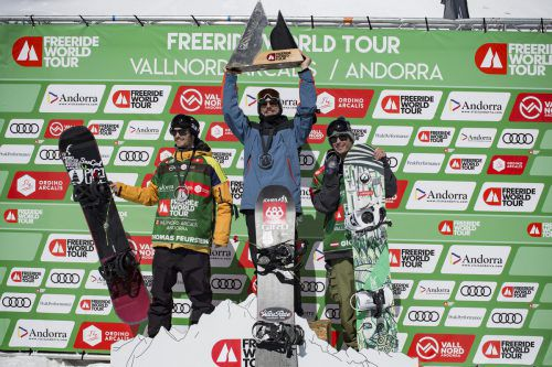 Das Siegerpodest in Andorra bei den Snowboardern, von links: Thomas Feurstein, Sieger Sammy Luebke und Gigi Rüf.VN-Dahler