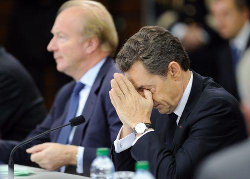 Der frühere Präsident Sarkozy (rechts) und Ex-Innenminister Hortefeux wurden zu den Vorwürfen befragt. AFP