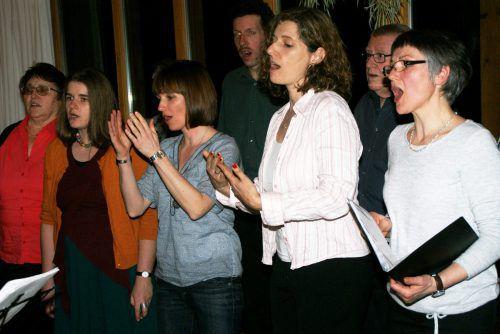 Die 18 Stimmen der Rütner-Chorgemeinschaft erklangen im Berghof. pe