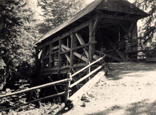 Die 1845 erbaute Holzbrücke über das Rappenloch hielt über 50 Jahre. Stadtarchiv