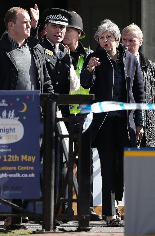Die britische Premierministerin May besuchte am Donnerstag den Tatort in der südenglischen Stadt Salisbury. afp